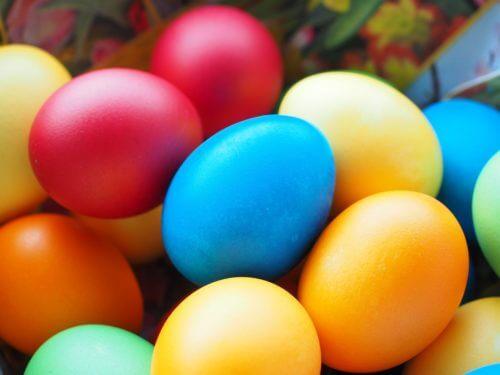 色々な色が付いているタマゴ