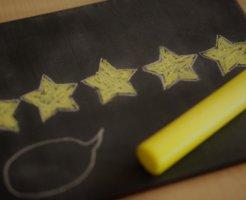 黒板に黄色の☆五つ