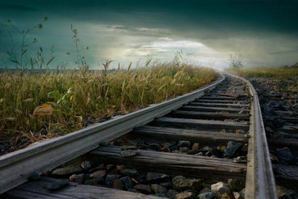 古びた電車のレール