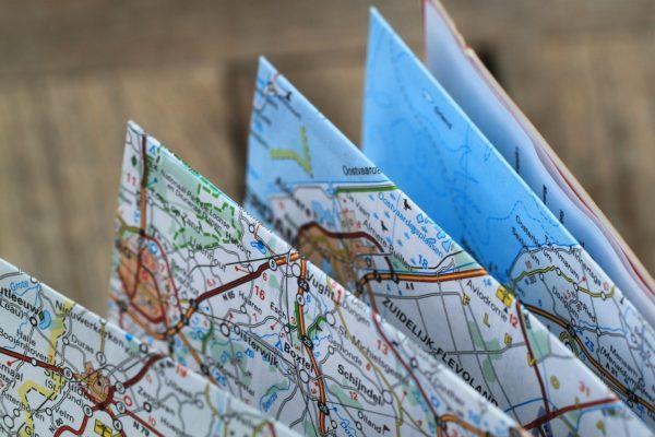 折り曲げられた地図