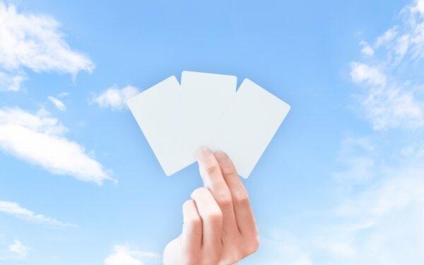 手に持ったカード3枚、どれにしようかな
