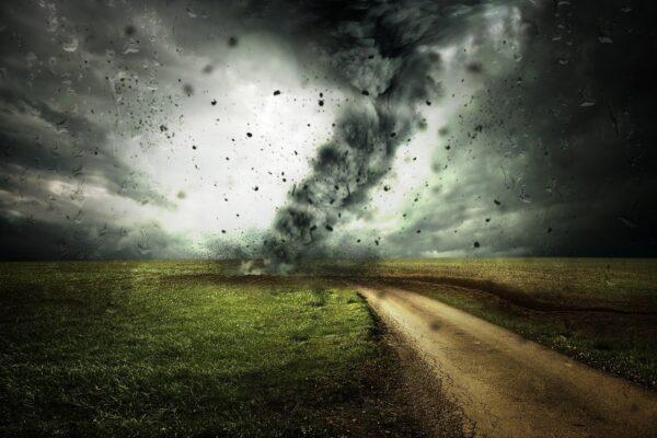 道の先にはハリケーン